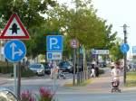 radwege-negativ/283564/gemeinsamer-geh--und-radweg-hier-sind Gemeinsamer Geh- und Radweg. Hier sind alle Kriterien erfüllt, die eine Benutzungspflicht für Radfahrer rechtfertigen. Wenig Kfz-Verkehr, Tempo 30, Geschwindigkeitsbarrieren - klar stellt sich eine besondere Gefahrenlage heraus. Kühlungsborn, 07/2013